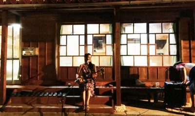 """""""琉球古民家とぅまいばる""""さん にてHIRARAさんのステージ"""